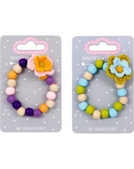 Houten armband met bloemen